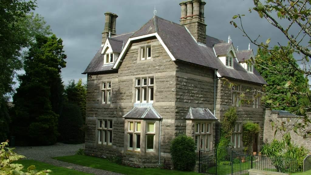 Glebe House, Dunning