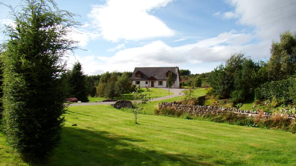 Garden at Binnilidh Mhor B&B in Glenmoriston