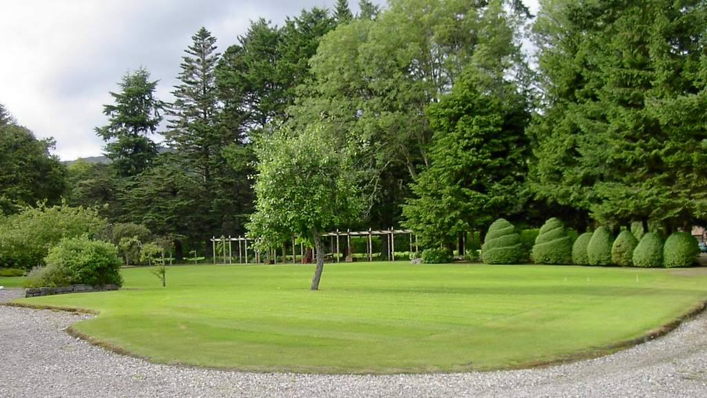 Gardens at Tigh Na Bruach on Loch Ness