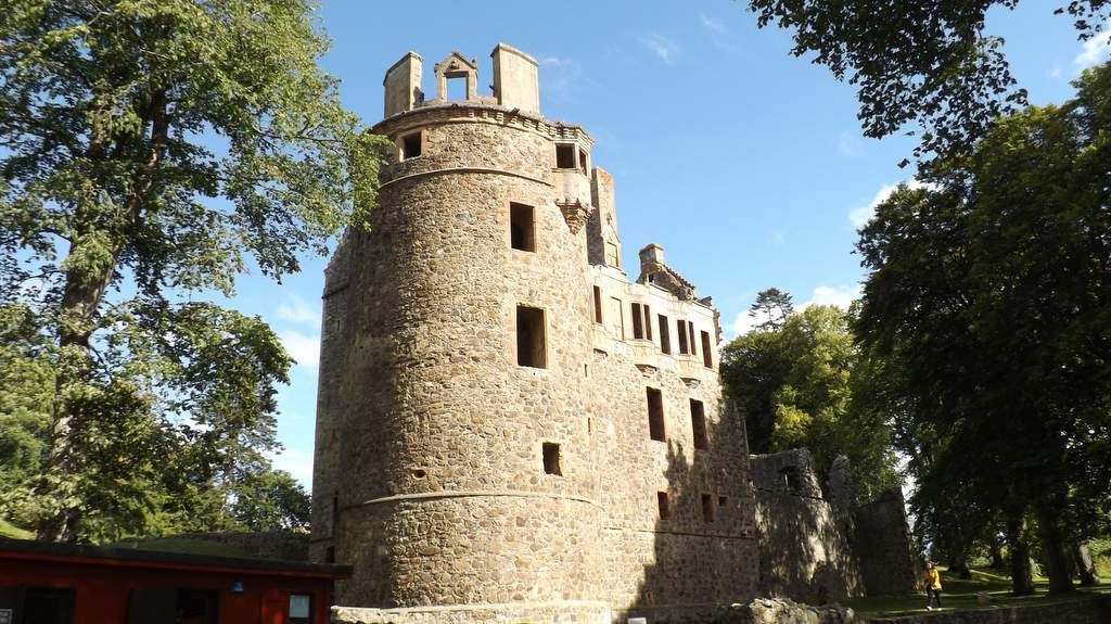 Huntly Castle - Photo by Castleview B&B in Dufftown