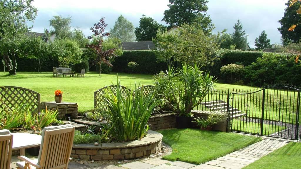 Gardens at Glebe House, Dunning