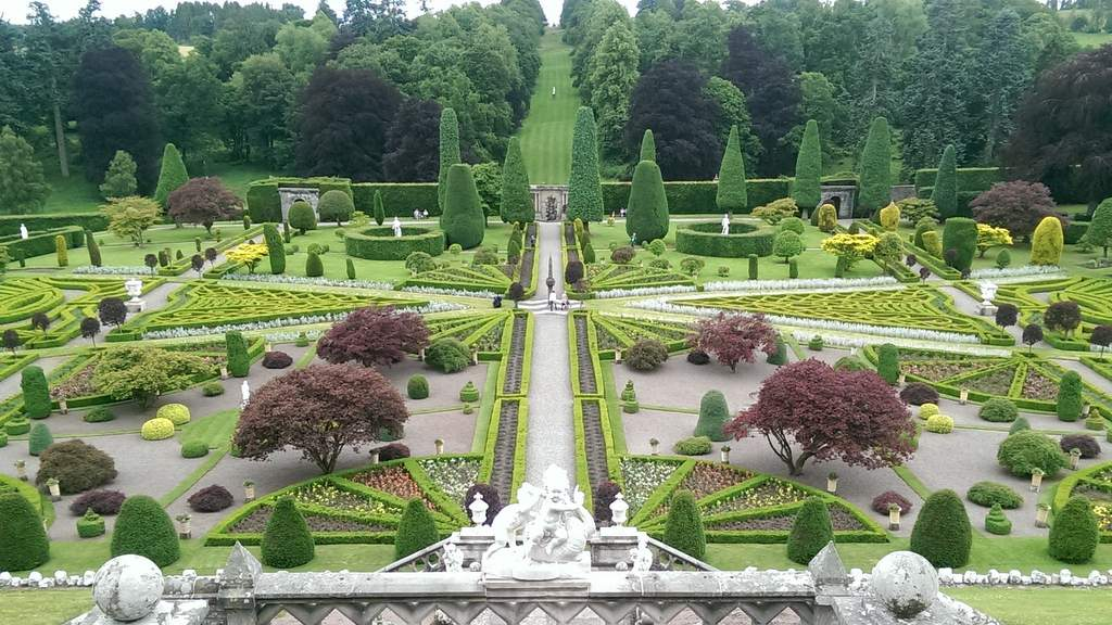 Drummond Castle Gardens - Photo by Garvally House B&B in Alloa