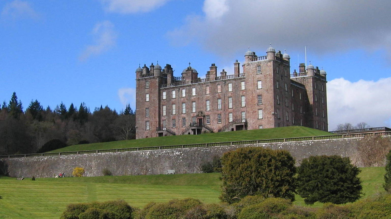 Drumlanrig Castle taken by Torbeckhill
