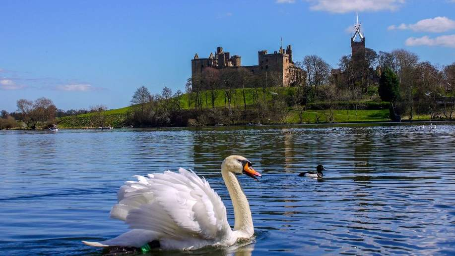 Linlithgow Palace and Loch near Arden Country House