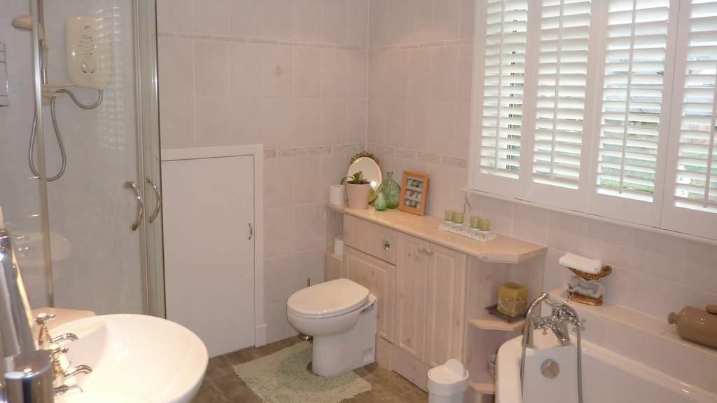 Bathroom at Kinnaber B&B