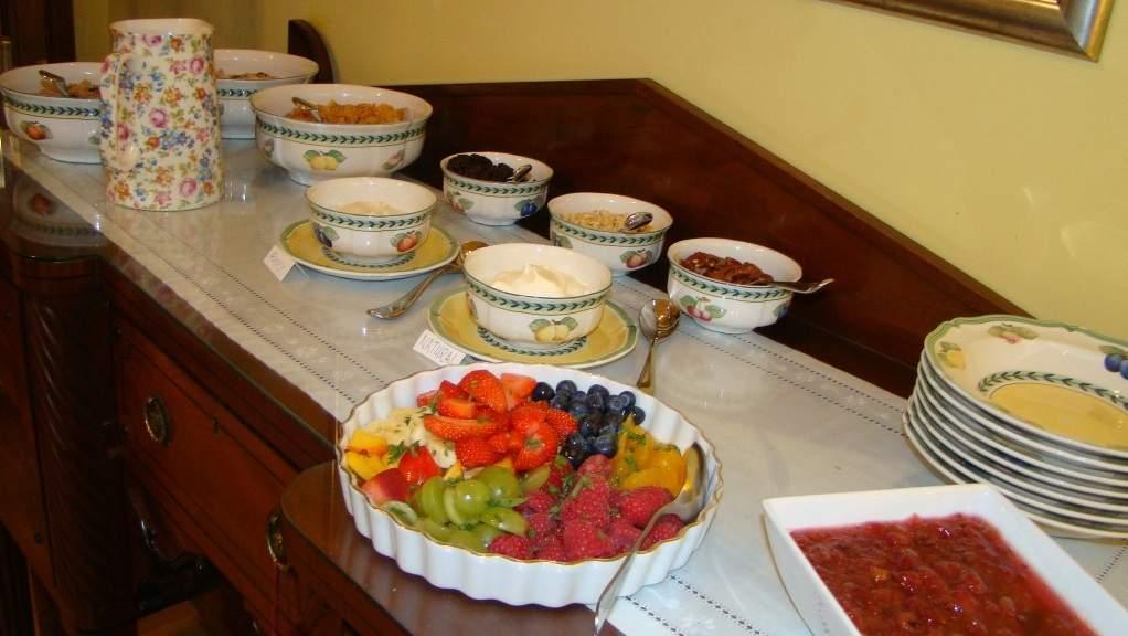 Breakfast at Violet Bank House