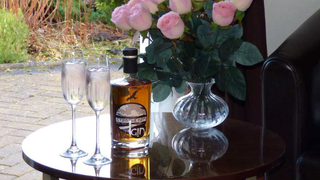 Heather Rose Gin - picture by Auld Post Office, nr Thurso