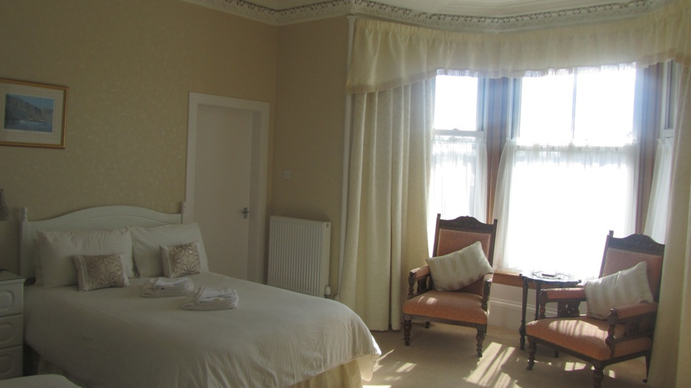 Spacious bedrooms at Glengarry Guest House, Callander