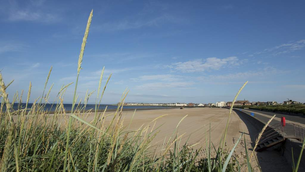 South Beach & Esplanade, Troon, Ayrshire.jpg