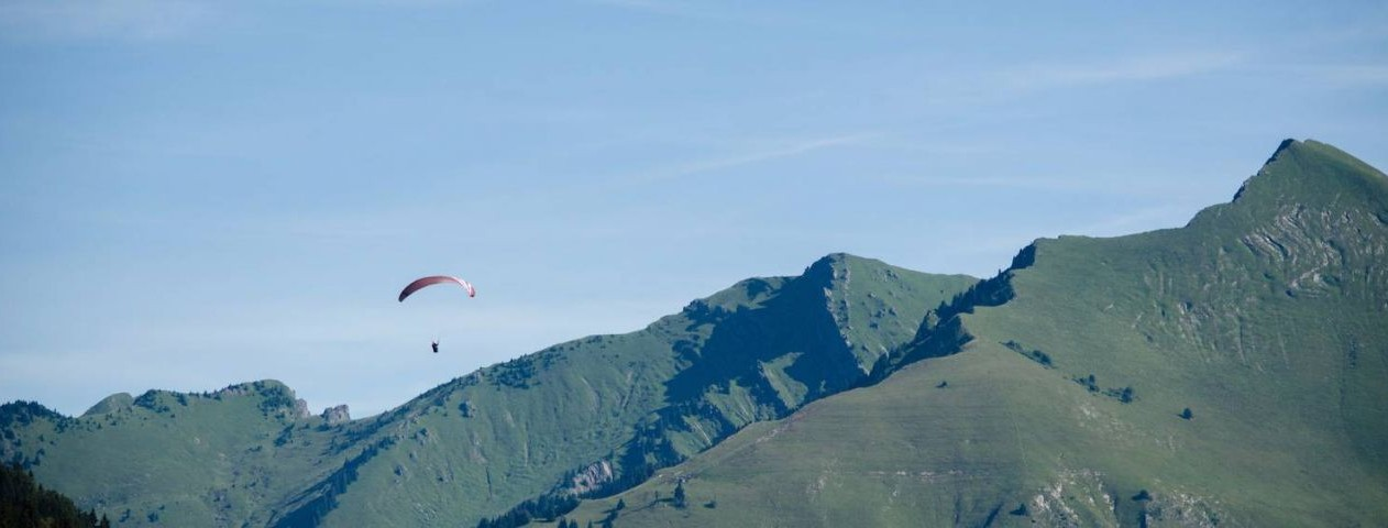 Parapenting over Les Gets © Image courtesy of Tourisme Les Gets